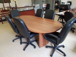 2 Conference  tables - tables de conference