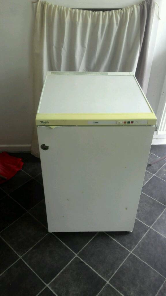 Small freezerin Abingdon, OxfordshireGumtree - Small freezer. Old but works perfectly. The only defects are a broken door handle and couple of spot of rust on the door