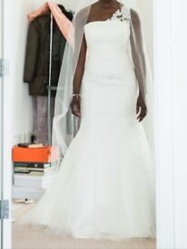 Stunning Wedding Dress Size 12 by Enzoani Beautiful Range in Ivory