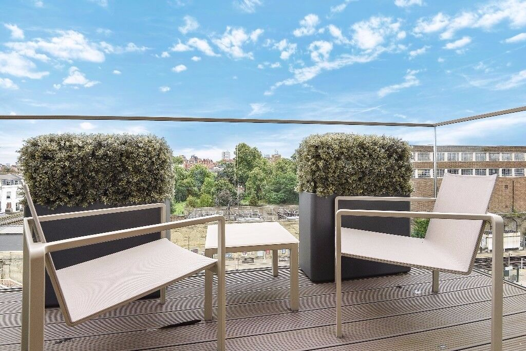 Columbia Gardens SW6. Luxurious and modern three double
