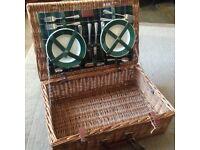 Optima company 4 person deluxe picnic hamper