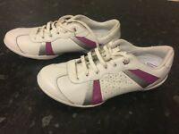 Barely worn white bootleg trainers size 4/1/2 F