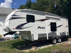 Puma 230 BFS 24 Foot 5th wheel Loaded Top Of the Line MUST SELL