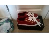 Ladies Trainers , NEW, Size 7.....New £10