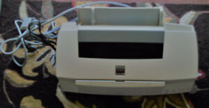 Epson Stylus 700 Photo 700 Ink Jet Printer ( Model: P952B )