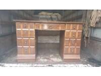 Double pedalstool oakwood desk