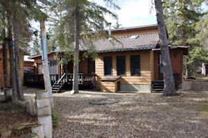 Beautiful 4 Bedroom with plenty of Space-Close to the Beach