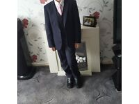 Suit age 11 worn once