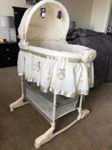 Bily 2-in-1 Bassinet (Owl) - only used 2 months!