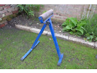 Record roller stand
