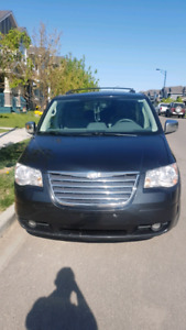 **Price reduced **2010 Chrysler Town & Country