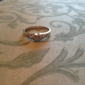 Size 7 Gold Ring With Small Diamond