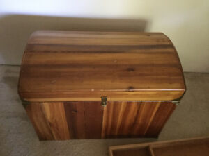 Cedar chest, Hope chest, memorabilia/bedding storage - $100