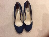Brand new Dorothy Perkins navy suede shoes size 5