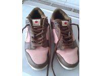 NIKESB TRAINERS SIZE 10