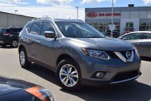 2016 Nissan Rogue w/ Navigation | Power Seats | Power Tailgate