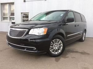 2013 Chrysler Town & Country Touring, LEATHER, BACKUP CAM, BLUET