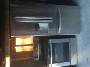 Refrigerator/Stove and cooktop combo