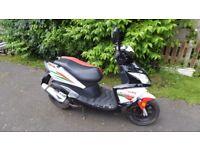 Sinnus Phoenix 50cc Sports Scooter