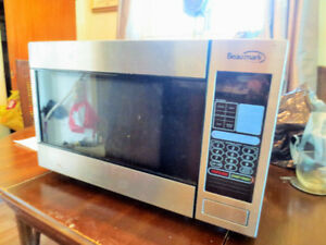 1000 watt Beaumark microwave