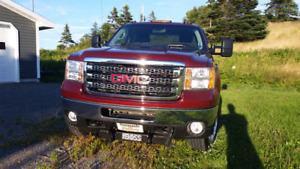 Sale or Trade - 2013 GMC Sierra 2500 HD Crew Cab 4x4 - Diesel