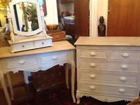 Chest of drawers & dressing table