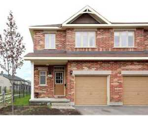 Beautiful newer townhouse in Kanata Lakes for rent