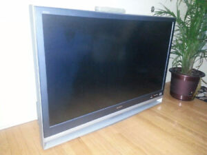 "Sony 46"" projection TV"