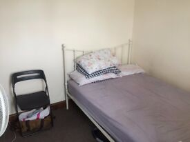 DOUBLE ROOM AVAILABLE TO RENT on Albany park av, Enfield en3 5
