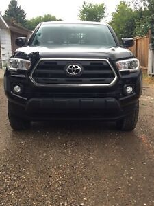 2016 Toyota Tacoma SR5 Low Kms original owner