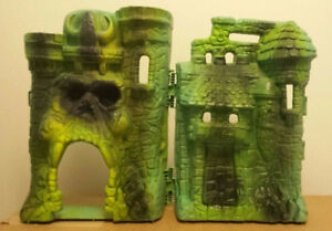 1980s Masters of the Universe play sets, comics, carrying case