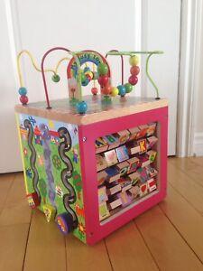 Cube d'activités pour enfants