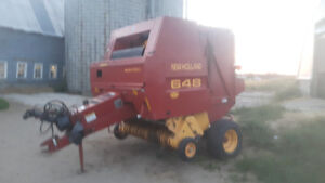 New Holland 648 round baler