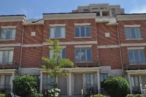 ***Luxury Town In Popular Urban Thornhill Area Off Hwy 7***