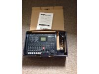 Zoom R8 multitrack recorder sampler