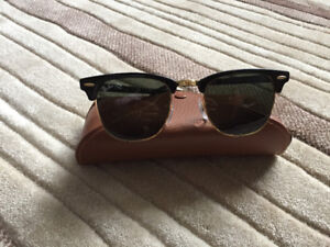 Lady's Ray-Ban Sunglasses with Case