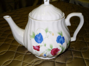 Tea Pots all in perfect condition $5.00 each
