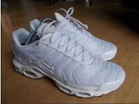 Nike tn triple white