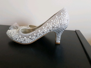Silver fancy shoes size 8