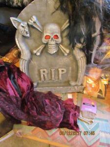 Halloween costumes & decor