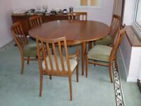 Lovely dining room table, 6 matching chairs and sideboard
