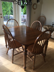 Maple kitchen table...6 chairs