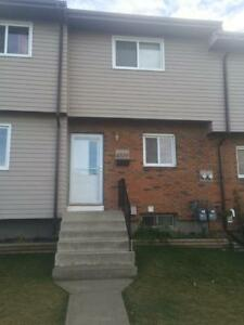 Innisfail - Newly renovated 3 bdrm townhouse!