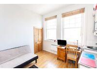 Studio flat in Tottenham Lane, Crouch End, N8