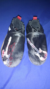 18-24 month GUITAR Robeez leather shoes $10 takes