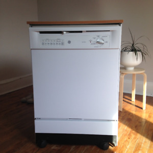 "Toronto/Junction - 24"" Portable GE Dishwasher - WHITE"
