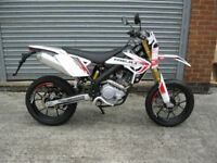 Rieju Marathon 125cc 125 SM Pro Supermoto-Road WHITE OR GREEN