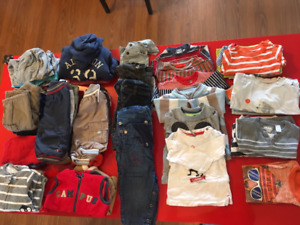 Baby lot with carrier, clothes, toys...