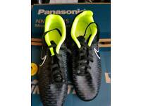 NIKE FOOTBALL BOOTS BRAND NEW SIZE 5.5