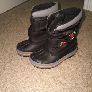 Toddler Boy's Winter Boots - size 7